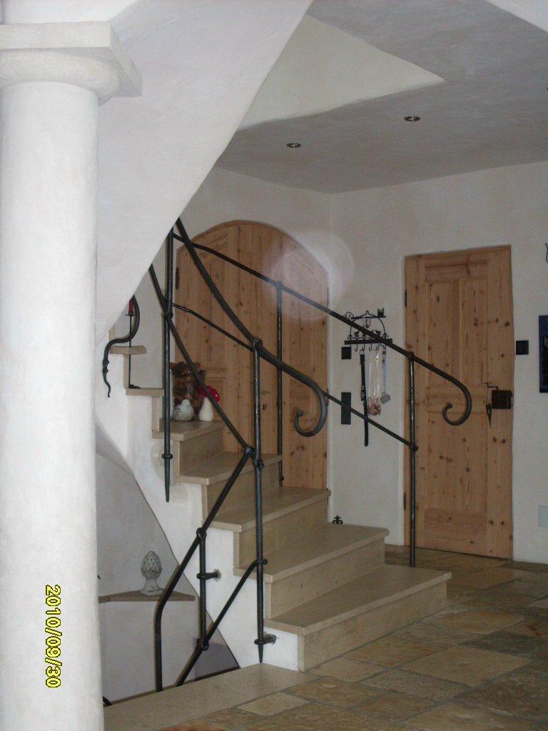 Treppengel nder klassisch schlicht for Reihengarderobenstander gebraucht